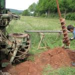 Der Brunnen zur Bewässerung wird gebohrt